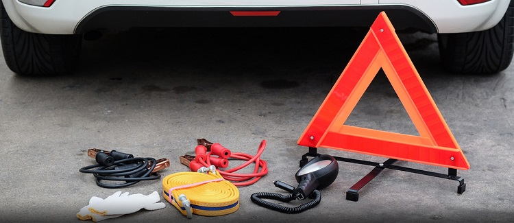 List Of Things That You Should Be Putting In Your Car Emergency Kit